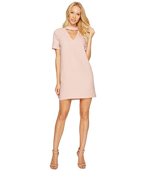 Clickable image of a woman in a pink dress