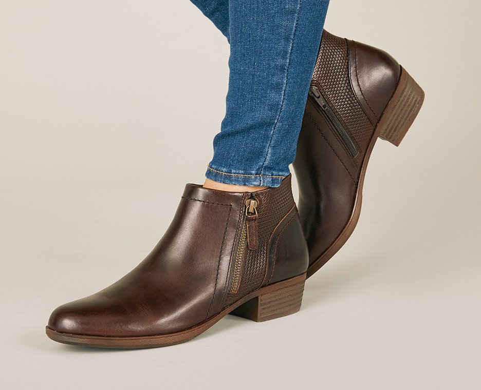 Image of Women's Rockport shoes.