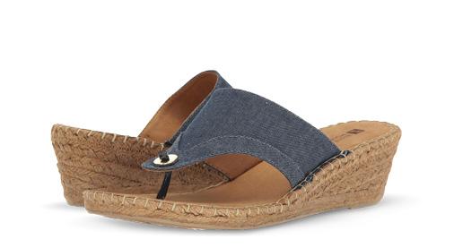B 5/22 - White Mountain Wedge Sandals