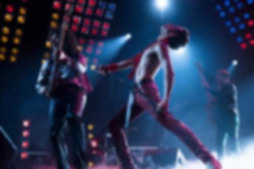 Freddie Mercury et Queen se produisant sur scène