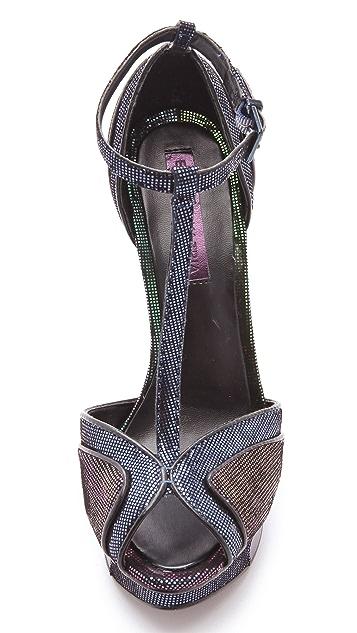 BCBGMAXAZRIA Florrie T Strap Sandals