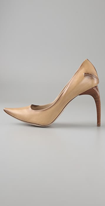 CoSTUME NATIONAL Pointed Toe Pumps