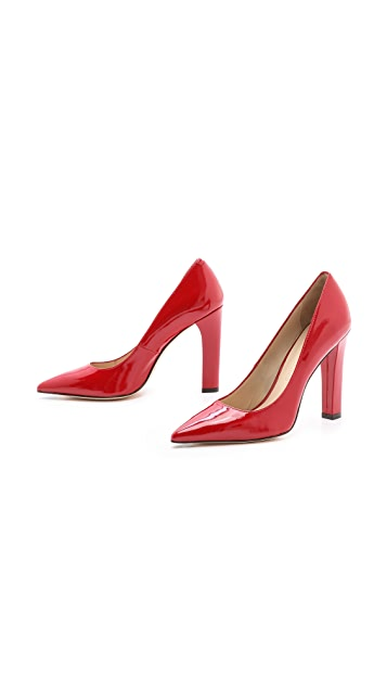 Elizabeth and James Vino Pumps