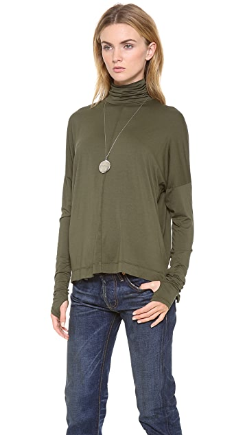 Feel The Piece Medallion Turtleneck