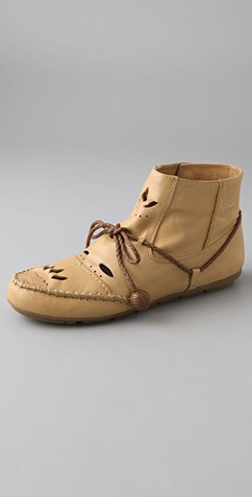 House of Harlow 1960 Malorie Cutout Moccasin Booties