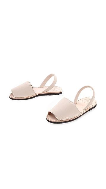 ISHVARA Albarcas Flat Sandals