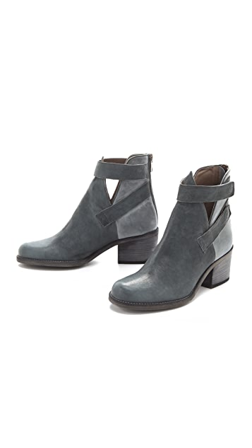 LD Tuttle The Foam Strapped Booties