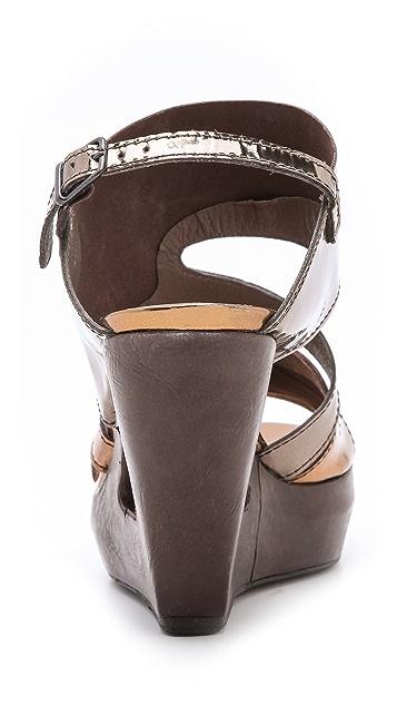 LD Tuttle The Forward Metallic Sandals