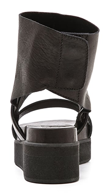 LD Tuttle The Suspend Removable Cuff Sandals