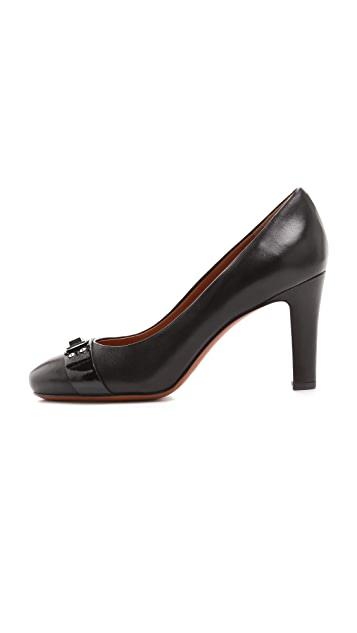 Marc by Marc Jacobs Logo Plaque Pumps