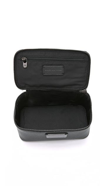 Marc by Marc Jacobs Sophisticato WWW Small Travel Cosmetic Case