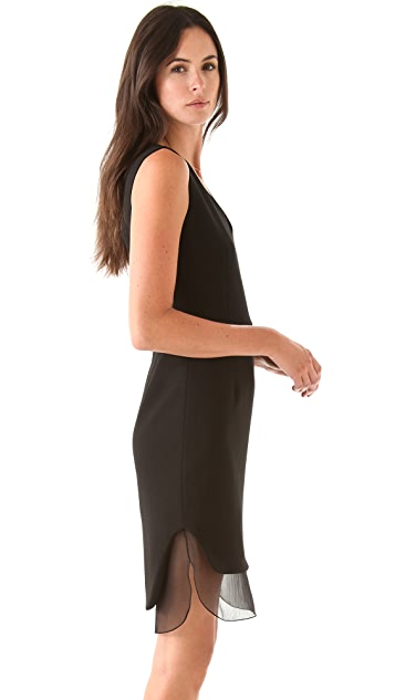 No. 21 Sleeveless Black Dress