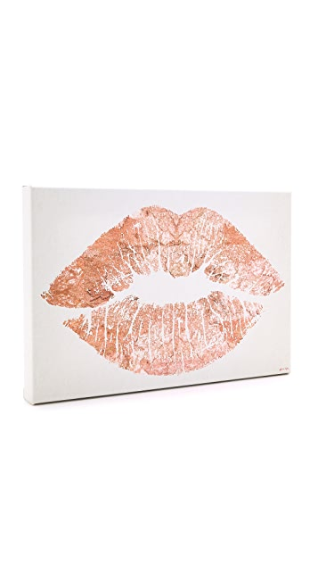 The Oliver Gal Artist Co. Solid Kiss Sign