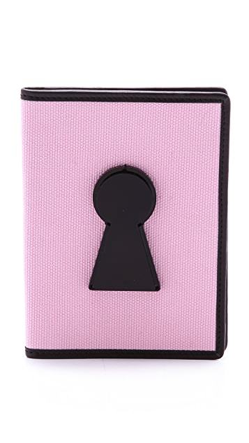 Yazbukey Le Keyhole Passport Case