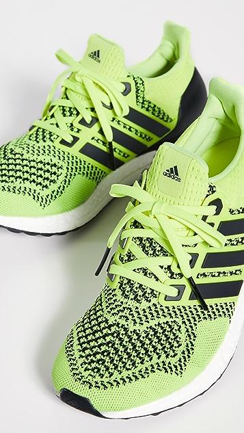 adidas Ultraboost 1.0 运动鞋