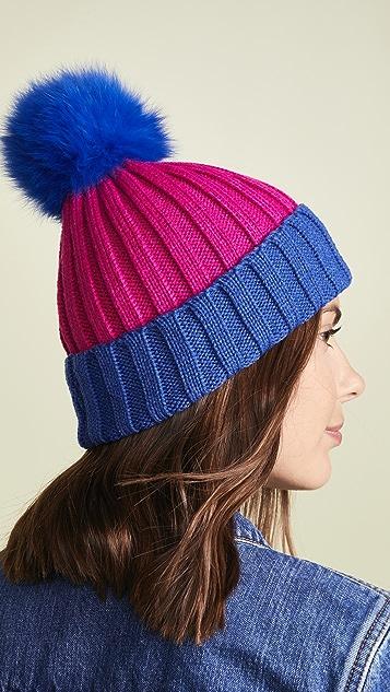 Adrienne Landau Рубчатая двухцветная шапка с меховым помпоном