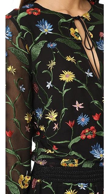 alice + olivia Приталенное платье Jolene с вышивкой