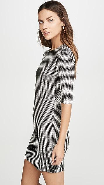 alice + olivia Приталенное короткое платье с округлым вырезом Delora