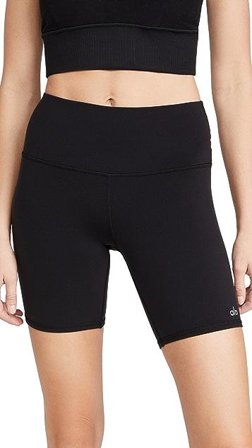 Alo Yoga 高腰单车短裤