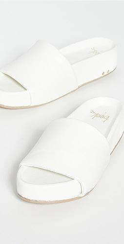 beek - Pelican Sandals