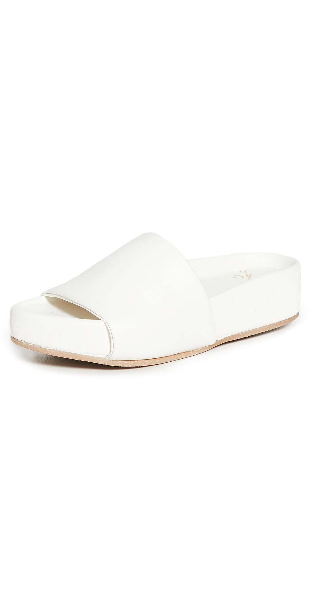 Pelican Sandals