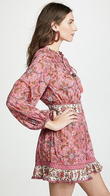 喇叭形 Kylie 连衣裙