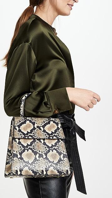 BY FAR Кожаная объемная сумка с короткими ручками Monet с принтом под змею