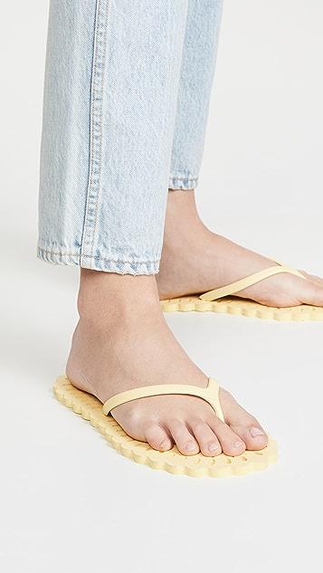 Carlotha Ray 激光切割夹趾凉鞋
