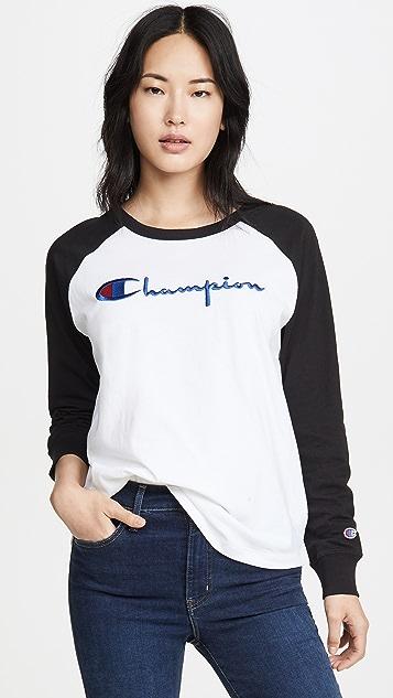 двусторонняя ткань Champion Premium Футболка с округлым вырезом, цветными блоками и крупной надписью