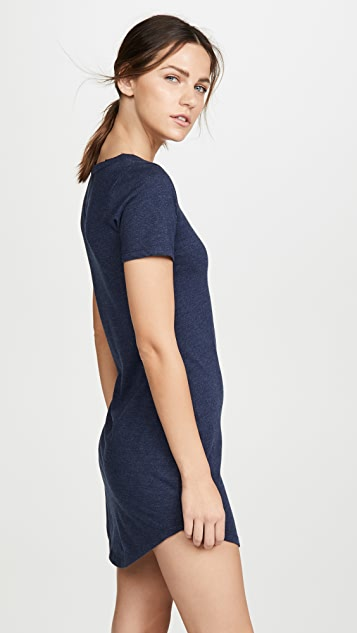 Chaser Платье-футболка с овально-вырезанным низом