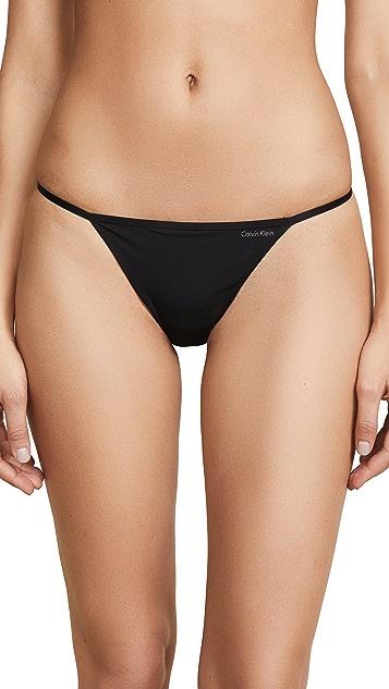 Calvin Klein Underwear Sleek Model 丁字裤
