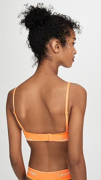 Calvin Klein Underwear Современный хлопковый бюстгальтер без косточек с треугольными чашечками без подкладки