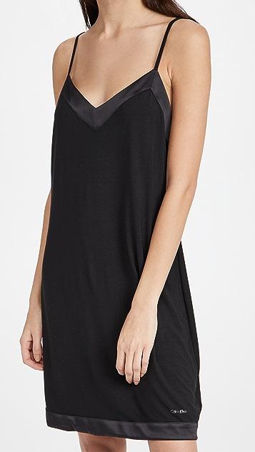 Calvin Klein Underwear 莫代尔纤维缎面衬裙