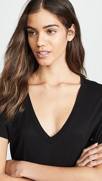 Cotton Citizen Классическая футболка с V-образным вырезом