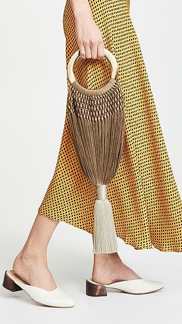Cult Gaia Небольшая сумка Angelou с кисточками