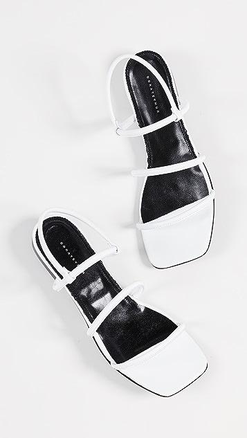 Dorateymur Простые сандалии на плоской подошве