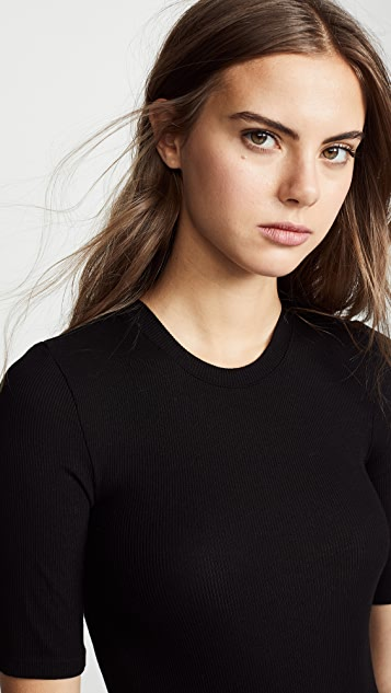 Enza Costa 罗纹合身中袖圆领 T 恤