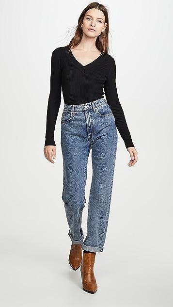 525 Широкий пуловер в рубчик с V-образным вырезом