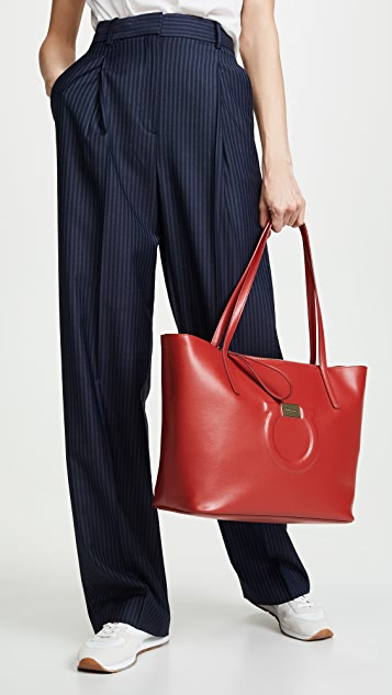 Salvatore Ferragamo Объемная сумка с короткими ручками в городском стиле