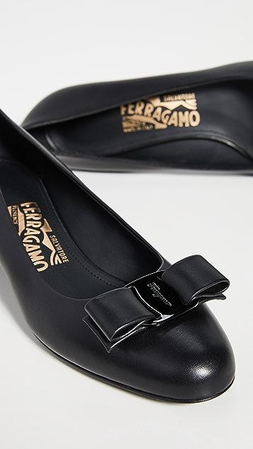 Salvatore Ferragamo Туфли-лодочки Vara на низком каблуке