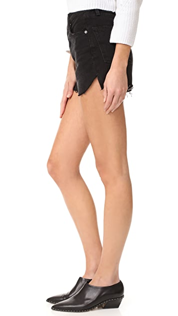FRAME Le Original Tulip Shorts