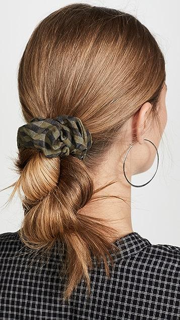 GANNI Резинка для волос в клетку из ткани в крепированную полоску