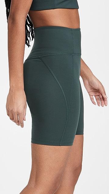 Girlfriend Collective 高腰机车短裤