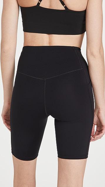 Girlfriend Collective 口袋机车短裤