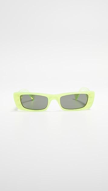 Gucci Солнцезащитные очки в узкой прямоугольной оправе из флуоресцентного ацетата