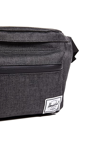 Herschel Supply Co. Classics Seventeen Fanny Pack
