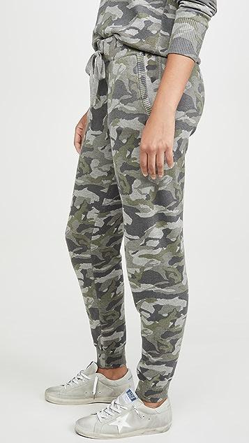 MONROW Серые спортивные брюки с камуфляжным принтом