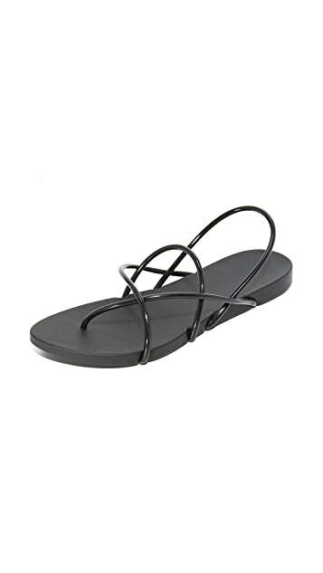 a84cce88a519 Ipanema Philippe Starck Thing G Sandals