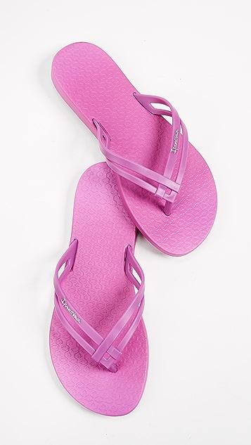 Ipanema Hashtag Flip Flops