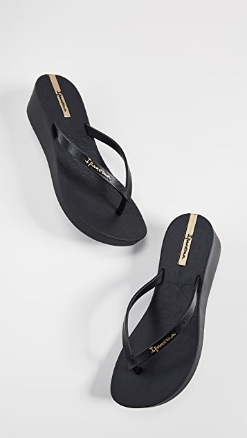 Ipanema Daisy Wedge Flip Flops